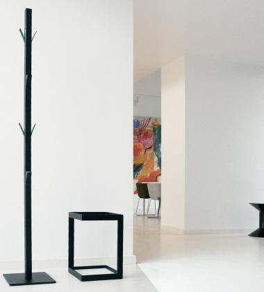 Wieszak podłogowy na ubrania WINDOW H190 cm Czarny