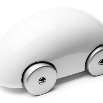 Samochodzik z drewna Streamliner iCar Biały
