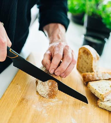 Nóż do Chleba EDGE 23 cm Czarny