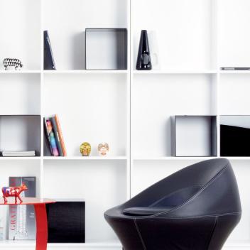 Fotel ze skóry SPIRA 80x80x80 Czarno-Czerwony EXPO