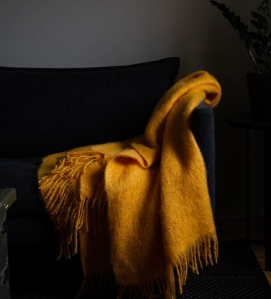 Koc Saaga Uni Mohair 130x180 Żółta Malina