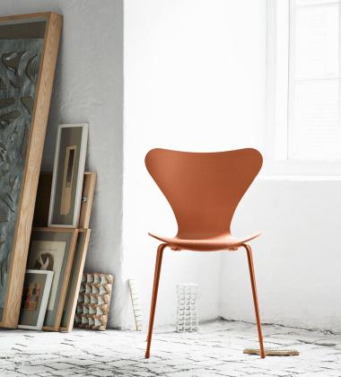 Krzesło drewniane SERIES 7 Monochrome 3107 Chevalier Orange