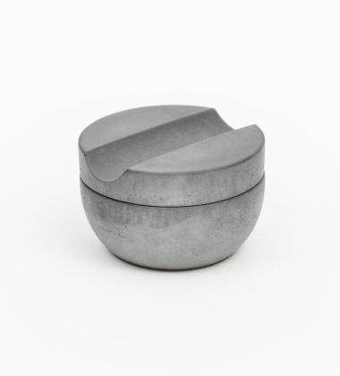 Betonowe naczynie z mydłem do golenia SHAVING CUP WITH SOAP SET
