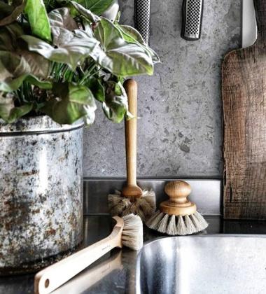 Drewniana szczotka do mycia naczyń ROUND DISH BRUSH WITH KNOB