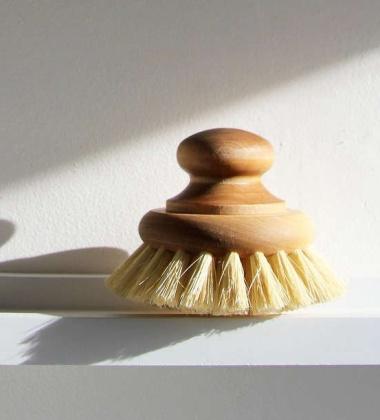 Drewniana szczotka do mycia garnków PAN BRUSH TAMPICO FIBRE WITH KNOB